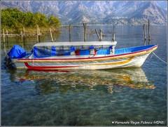 Reflejos en El Lago (HDR) (Fernando Reyes Palencia) Tags: lago guatemala atitlan hdr lancha paisajesdeguatemala bellospaisajesdeguatemala fotosdeguatemala bellaguatemala ellagodeatitlan paisajesdelmundo guatemalalandscapes fotosfernandoreyespalencia imagenesdeguatemala guatemalapaisajes postalesdeguatemala