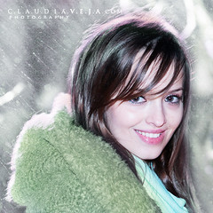 Perfect smile (claudiaveja) Tags: blue red snow flower love rose receiving valetinesday claudiaveja claudiavejaphototgraphy