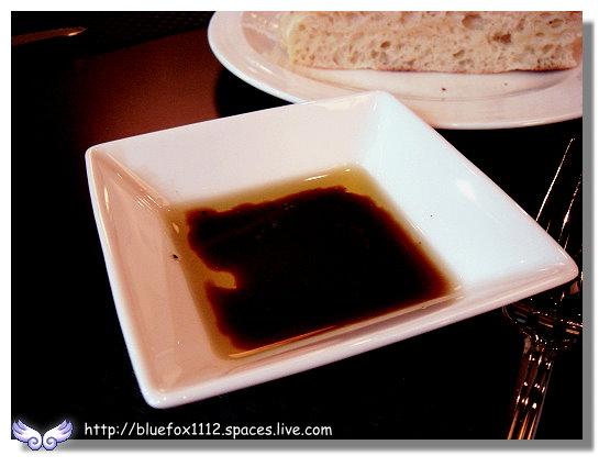 100211維多麗亞 N°168 PRIME STEAKHOUSE 12_蘸佛卡夏麵包的橄欖油