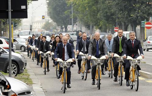 Edoardo Croci con il commissario europeo Antonio Taiani e il presidente dell'ATM Elio Catania sulle biciclette di BikeMi, 5 Ottobre 2009 - PHOTO GIANNI CONGIU