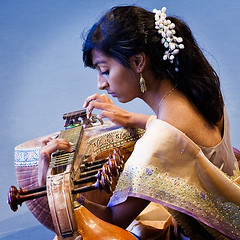_ma-6382 The Veena Player (tengtan (away awhile)) Tags: portrait people musician music costume concert candid indian traditional performance player telephoto colourful musicalinstrument teng vina thursdaychallenge veena 500x500 superaplus aplusphoto infinestyle auselite tengtan artofimages bestportraitsaoi