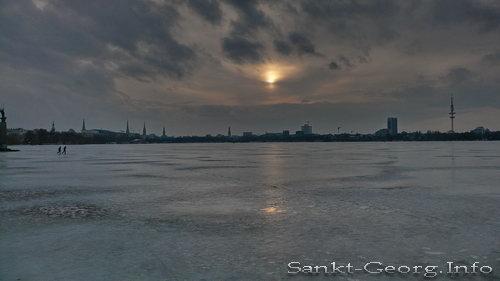 Tauendes Eis & Sonnenuntergang auf der Außenalster in Hamburg