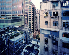 Hong Kong #33 prescan (Thomas Birke) Tags: china blue plants green film rooftop night analog garden print kodak 8x10 hong kong negative portra sar p2 sinar mansions chungking schneiderkreuznach 160nc 150mm supersymmar