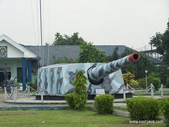 NAVY Museum (Loka Jala Crana) - Surabaya - Indonesia (eastjava.com) Tags: history museum indonesia tin miniature al kri education marine war gun tank aircraft navy destroyer helicopter collections revolution pistol artillery planetarium academy surabaya warship cadets amphibious cadet aal eastjava dewaruci navymuseum simulations dezevenprovincien jalesvevajayamahe akabri lookgalacrana morokrembangan kawilarang