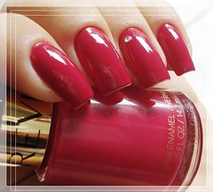 Cherries in the Snow ::Revlon:: (* G * =^.^=) Tags: unhas 270 unha revlon strass esmaltes esmalte cherriesinthesnow vermelhorosado