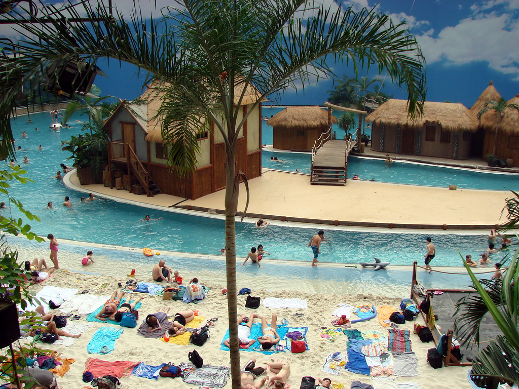 Berlin Schwimmbad Tropical Island