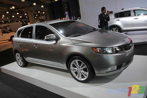 4505594248 03694a55b2 Novos Kia Cerato Hatch e Koup 2011 no fim do ano no Brasil