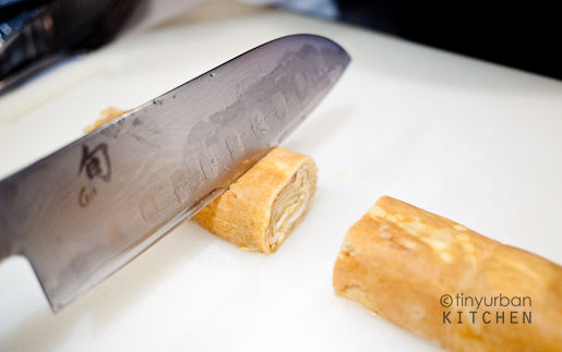Cutting Tamagoyaki