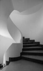 La scala (giudiciluigi) Tags: bw architettura forme geometrie lascala blueribbonwinner blackwhitephotos luxtop100
