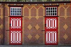 Kasteel de Haar, Haarzuilens (sensaos) Tags: door old building castle netherlands de utrecht doors nederland slot chateau schloss eur castillo haarzuilens deur kasteel the haar deuren