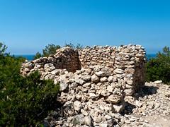 una construcción en ruinas