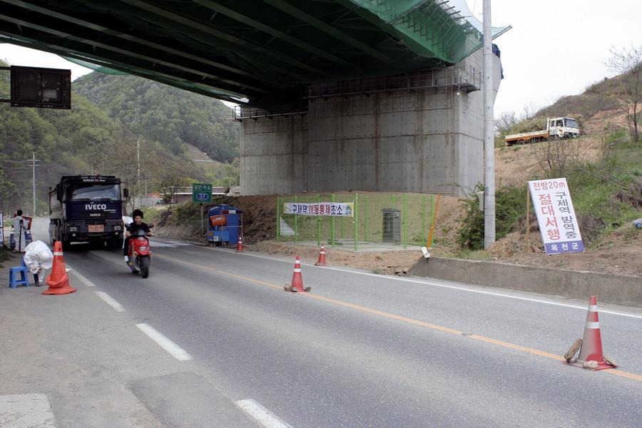 FMD disinfectant spray under the bridge(1)