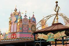 It's a Small World! (Jopaplayer) Tags: its small world disneyland disney walt paris resort attraction boat ride colors darkride dark children fantasyland fantasy