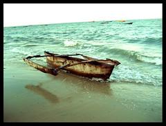 Auslegerboot am Strand von Bagamoyo