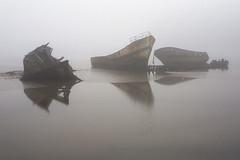 abandonns (Aurlien Picat) Tags: mer lumire bretagne abandon 5d nuage vague plage mouette couchdesoleil pps cimetire etel quiberon