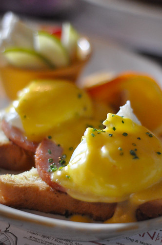 Honey's_Eggs Benedict