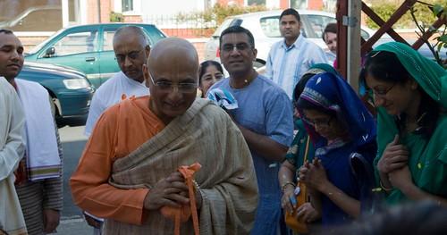 H H Bhakti Caru Swami 2010 - 0031 por ISKCON desire tree.