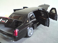 2001 Cadillac DeVille Presidential Limousine 1/24 (imranbecks) Tags: 2001 usa white house scale us george bush die secret united president w limo presidential cadillac 124 cast beast service states deville ming armored limousine yat diecast