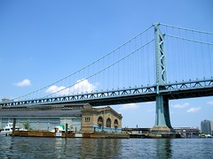 Benjamin Franklin Bridge over the Delaware River, Pennsylvania-New Jersey (jag9889) Tags: road bridge philadelphia puente newjersey kayak crossing waterfront suspension pennsylvania camden steel nj bridges ponte pa kayaking toll pont benjaminfranklin brcke paddling waterway crossings bbk delawareriver 1926 municipalpier camdencounty philadelphiacounty drpa delawareriverportauthority k435 delawareriverportauthorityofpennsylvaniaandnewjersey