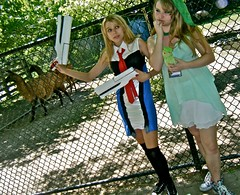 i'll save you! (skintone) Tags: light toronto silly beautiful sarah fun friend shadows cosplay expression daughter teenagers posing chainlinkfence llamas quirky rosalie animenorth skintone highparkzoo playacting may2010