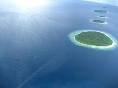 Flying over maldives (sara77_zid) Tags: ocean blue sea island flying asia sara paradise mare blu maldives paradiso 2010 oceano isola maldive atol volare atols isole atollo atolli 5photosadat