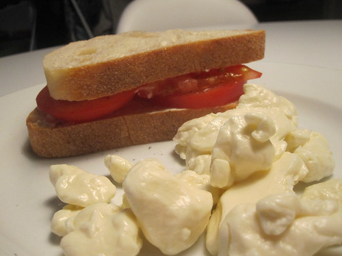 tomato sandwich, curd cheese