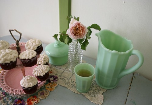 cupcakes and tea