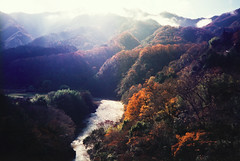 Autumn in Japan (beeldmark) Tags: autumn mountain mountains fall film berg japan river japanese pentax herfst  nippon chuoline bergen fullframe  nihon yamanashi japonais tokio japans yanagawa rivier japanisch   yamanashiken pentaxespiomini itisisntit beeldmark