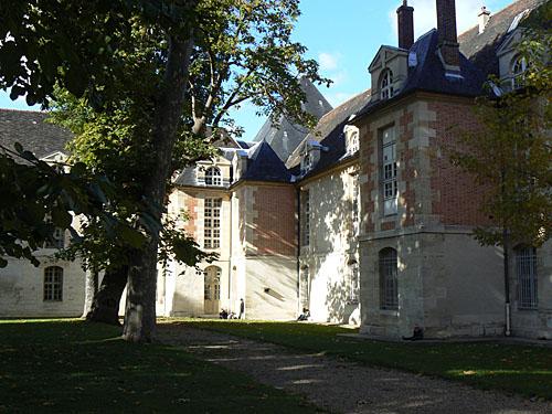 Cour de Saint-Louis 2.jpg