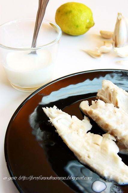 Branzino con salsa all'aglio