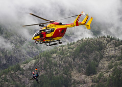 Vol stationnaire (Hovering) (Larch) Tags: hover hovering volstationnaire montagne mountain alpes alps démonstration sauvetageenmontagne hélitreuillage airlift mountainrescue pghm pelotondegendarmeriedehautemontagne hélicoptère helicopter protectioncivile rochers rocks chamonix dzchamonix hautesavoie france demonstration treuil winch gendarme nuage cloud sauveteur rescuer merci thankyou action