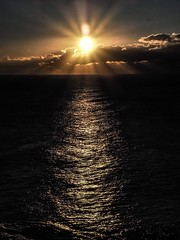 Good Morning, Sunshine (Rose Slr) Tags: morning ocean view australia sydney coogee reflection contrast moving waves sea water gold raysofsun clouds twilight dawn sunrise summervacations