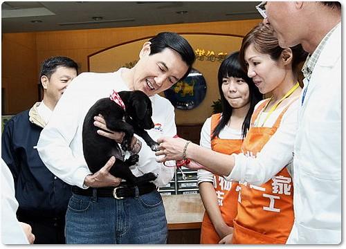 20091204「精神錯亂嗎?該吃藥了」總統關切流浪動物問題....