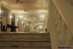 Raffles @ Night || Up The Stairs (peterymlee) Tags: street night singapore d300