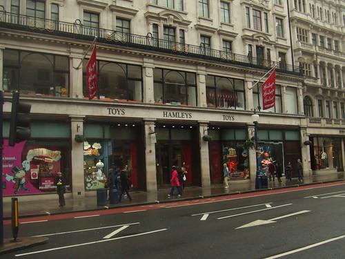 самыйбольшой магазин игрушек в мире хемлис
