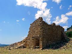 El declive (.Bambo.) Tags: casa ruinas piedras abandono lhasadesela derruida masía declive linaresdemora palabrassueltas