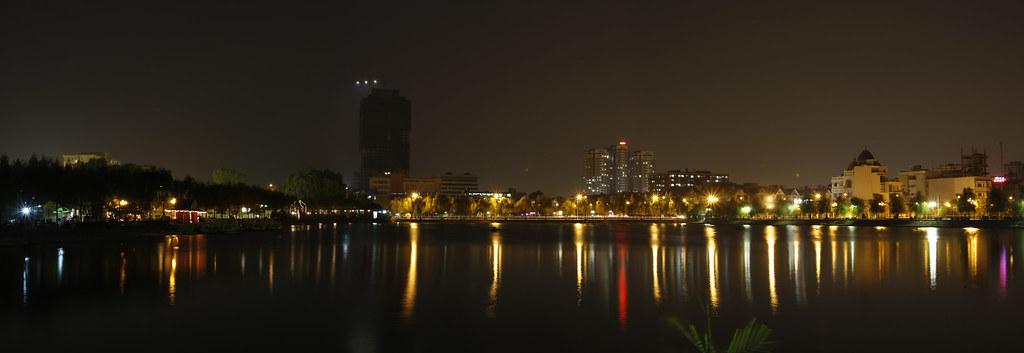 Hồ Văn Quán Vào Đêm