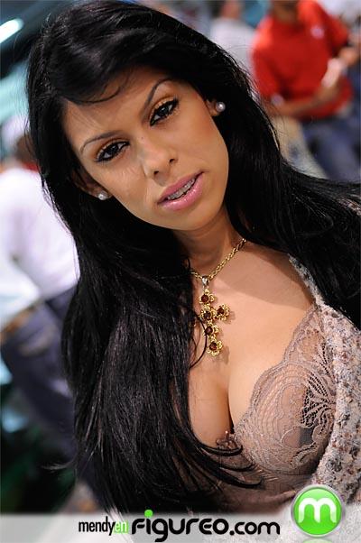 Sexy dominicana en el play8