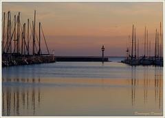 Le port de Mze s'endort (Dominique Dumont Willette) Tags: port couleurs hiver bateaux phare reflets coucherdesoleil hrault mts mze janvier2010