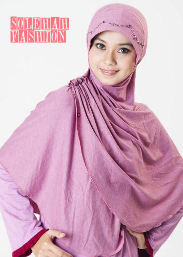 Balqis Purple Hijab in Japan