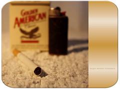 ¡Por fumar! (Ente inexistente) Tags: stilllife macro smoke bodegón fumar tobacco tabaco cigarro pitillo cigarrillo mechero bodegones cajetilla recreaciones cajóndesastre macromanía bodegonesúnicos