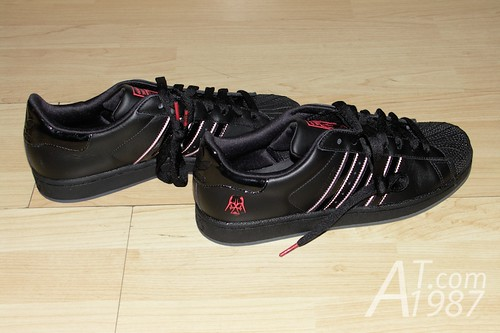 adidas Originals + Star Wars collection : Darth Vader SUPERSTAR II shoes