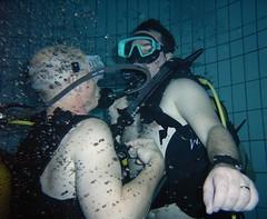 à vitesse des p'tites bulles :oD (PhilR66) Tags: eric phiphi dive diving scubadiving fosse philippe piscine plongée abyss 20m civaux abyssplongée