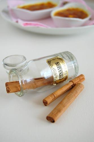 White chocolate and cinnamon crème brulée / Crème brulée de chocolate branco e canela