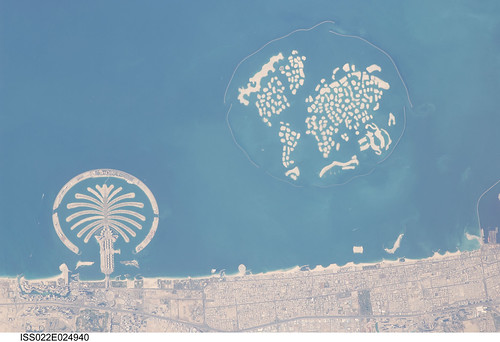 Palm Island, World Island, Dubai, United Arab Emirates (NASA, International Space Station Science, 01/13/10)por NASA's Marshall Space Flight Center, en Flickr