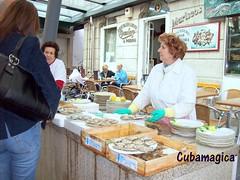 Ostras en Vigo Mercado de la Piedra (cubamagica) Tags: galicia galiza marisco ostras pontevedra vigo mariscos españaspain crustaceos cubamagica mercadodelapiedra restaurantecocederoapedra