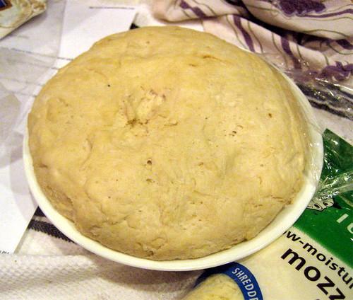 2.2.2010-pizzadoughrisen
