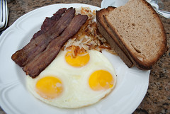 Eggs, bacon, hashbrowns, toast.