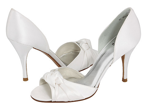 Beautiful decorative knot bridal high heel shoes