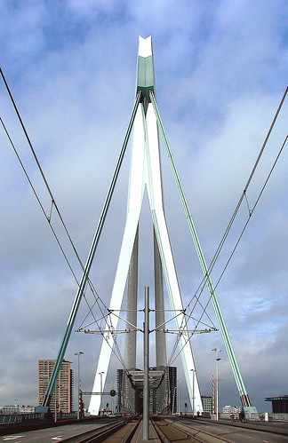 Photo Erasmus Bridge Copyright © Roel Wijnants Jacobastraat
